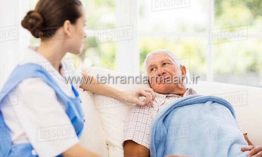 پرستار بیمار شبانه روزی